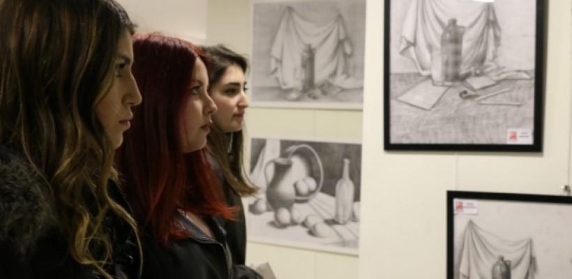 Bu hafta Çağatay Sanat Eğitim Merkezinde karakalem resim sergisi düzenlendi.